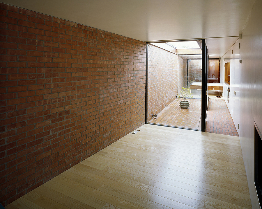 BRICK COURTS HOUSE 2003